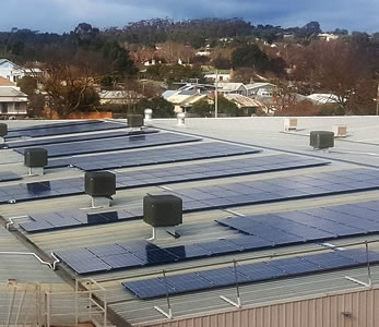 Solar power system on commercial building